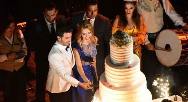 Çağla Baykam ve Efe Bezci nişanlandı