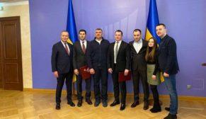 Ukrayna Dinyeper Köprüsü'nü Onur Taahhüt inşa edecek