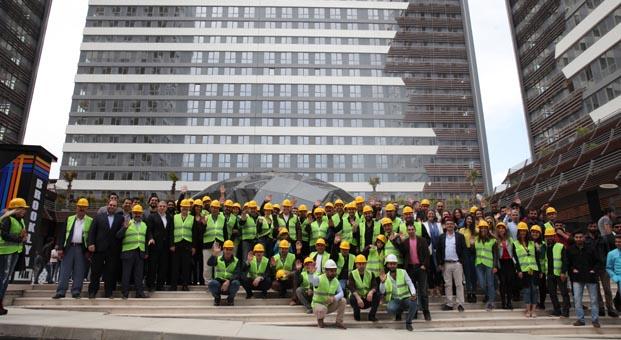Dizi oyuncuları ve Pana Yapı inşaat ekibi 1 Mayıs Kutlaması'nda buluştu