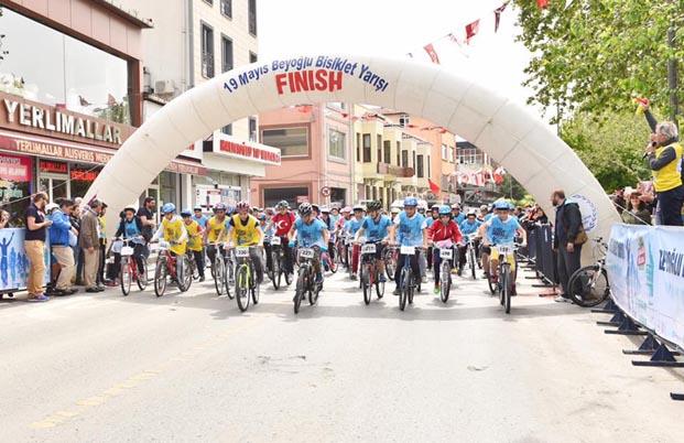 Beyoğlu'nda gençler 19 Mayıs için pedal çevirdi