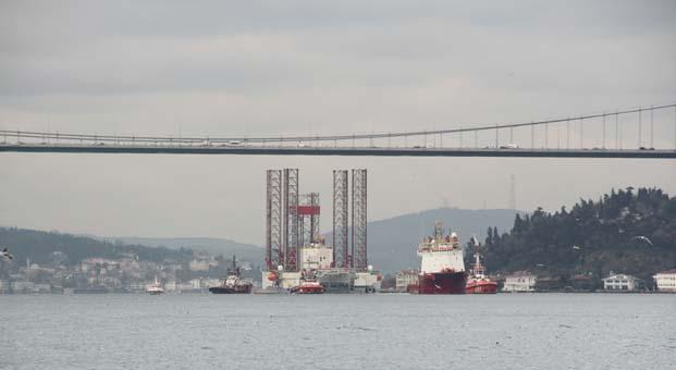 Dev platform Boğaz'dan geçti