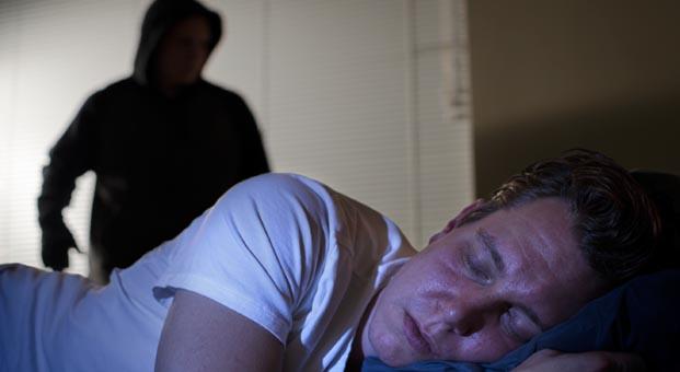 Hırsızlar en çok uyku saatlerinde evlere giriyor