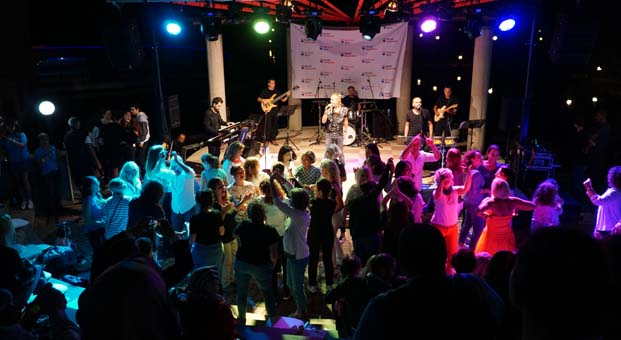 Arkeon Evleri'nde RE/MAX BETA sponsorluğunda yaza veda partisi yapıldı