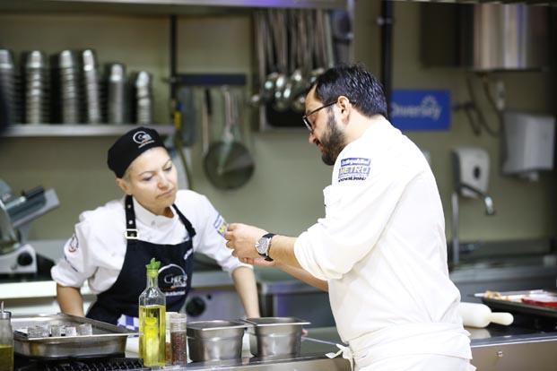2 Aylık hobi eğitimleri ile kendi mutfağınızın şefi olun