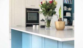 Yılın rengi klasik mavi, beyaz uyumuyla mutfaklara giriyor