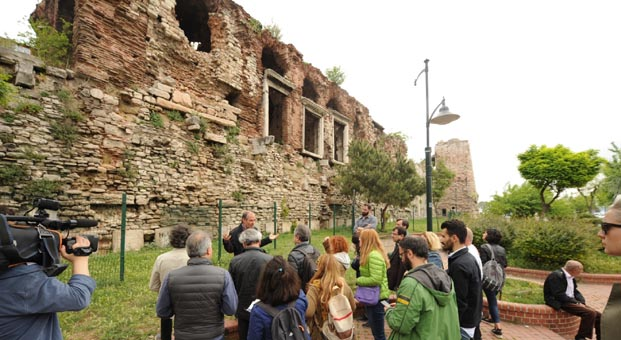 Mimarlar İstanbul surlarını yerinde inceledi