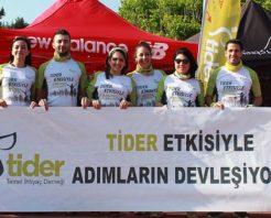 Bozcaada Yarı Maratonu'nda koşan TİDER gönüllüleri 115 aileye umut olacak