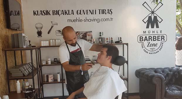 İstanbul Coffee Festival'de bir ilk: Mühle Barber Zone'da kahve eşliğinde tıraş keyfi
