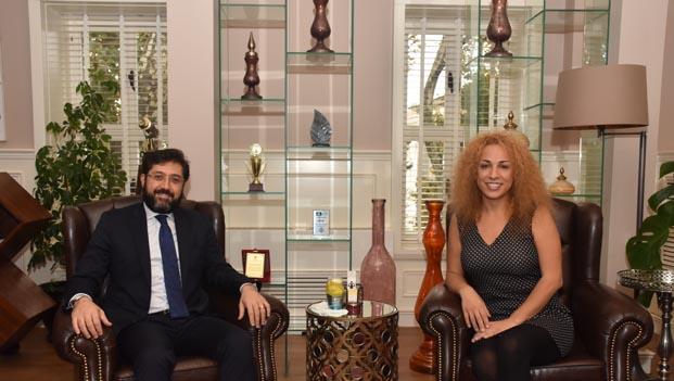 Başkan Murat Hazinedar'dan tiyatroya destek
