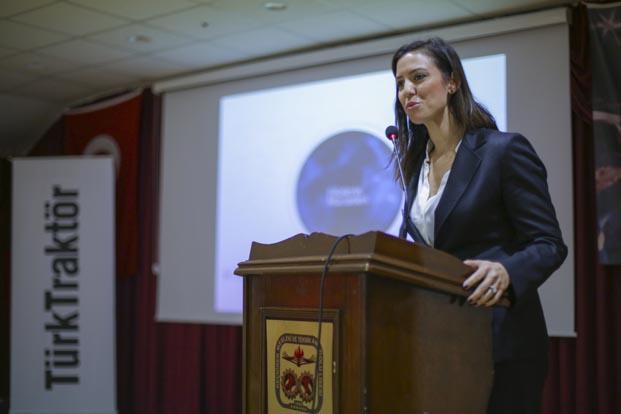 TürkTraktör'den kız öğrencilere eğitim desteği