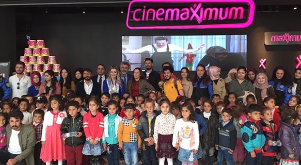 400 minik kalp Van AVM'de sinema keyfi yaşadı