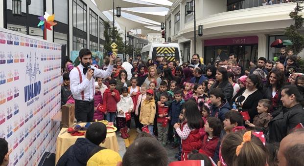 Çocuklar Vialand'de doyasıya eğlendi
