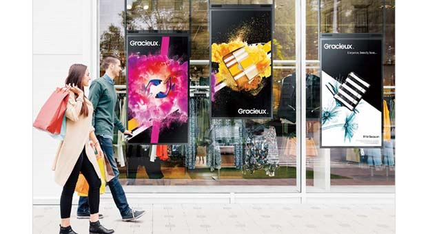 Profesyonel vitrin ekranları müşteriyi içeriye davet ediyor