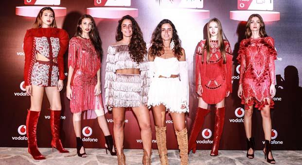 Raisa & Vanessa'dan Vodafone Pass'e özel kostümler