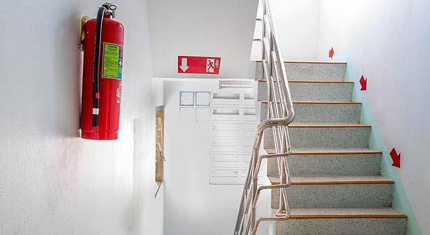 Yangın merdiveni kapısını kilitli tutmak hayati risklerin yaşanmasına neden oluyor