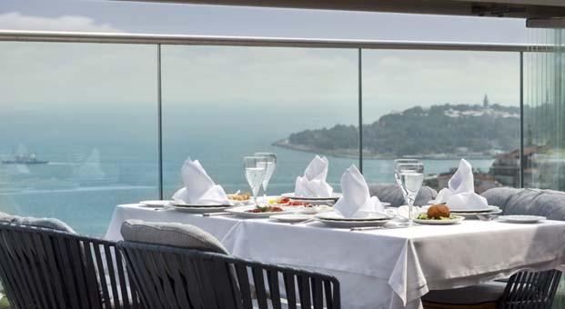 IZAKA RestaurantSevgililer Günü'nü unutulmaz bir anıya dönüştürmek isteyenleri bekliyor