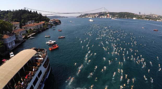 İstanbul Boğazı rekorlara hazır: Bu yıl iki kıta arasını 55 farklı ülkeden 2 bin 400 kişi yüzecek