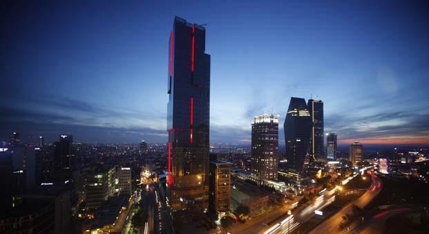 Zorlu Holding dünya saati uygulamasına destek vererek ışıklarını bir saatliğine söndürdü